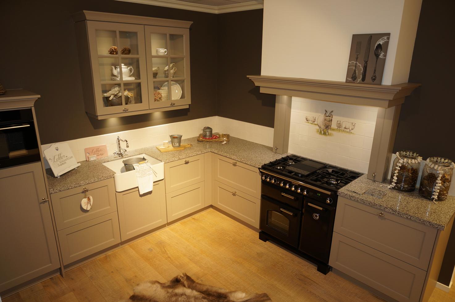 Eigentijdse keuken styling keukens